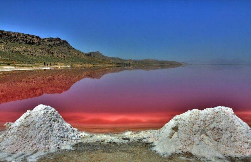 دریاچه مهارلو فرش قرمز